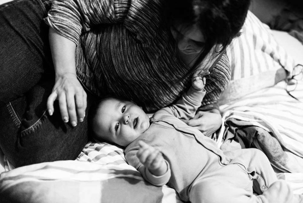 Kleinkind mit Mama